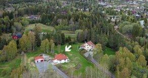 Konnerud- Påkostet enebolig med usjenert og idyllisk beliggenhet – Stor tomt på ca. 5840 kvm – Garasje – Fantastisk hage