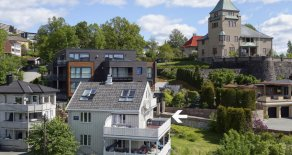 Toppenhaug – Unik toppleilighet i et særdeles eksklusivt villaområde – Panoramautsikt – Unike solforhold – Terrasse