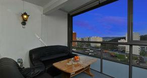 Fjell- Pen 3(4) -roms leilighet i lavblokk med flott utsikt og innglasset balkong – Varmtvann/oppvarming/strøm inkludert