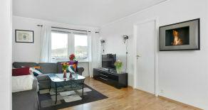 Mjøndalen – Pen 3(4) -roms leilighet i høy 1. etg – Trappefri adkomst – Solrik terrasse – Utsikt – Parkering – Nær tog!