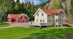 Spikkestad- Nyere Sveitservilla m/godkjent utleiedel – Stor separat bygning – 6,6 mål idyllisk/usjenert tomt – Dyrehold!