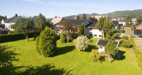 Mjøndalen- Flott enebolig med praktfull hage, tomt på 1,9 mål og garasje. Utleiedel med leieinntekter på 8000,- pr. mnd.