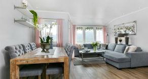 Solbergmoen – Tiltalende og oppgradert rekkehus med solrik balkong, terrasse og hage. Flott utsikt og beliggenhet.