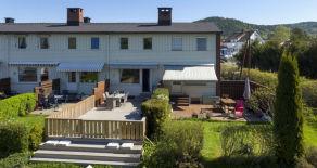 Haskoll- Tiltalende rekkehus med solrik terrasse, flott utsyn, barnevennlig fellesområde og parkering i garasje.