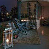 St. Hansberget- Påkostet og lekker 4-roms leilighet m/fjordutsikt fra innglasset balkong. Oppvarming, varmtvann, a-konto strøm og kabel tv/internett er inkludert i felleskostnadene. Reservert parkeringsplass. Enkel adkomst til leiligheten med lite trapper