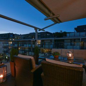 Union Brygge/Drammen – Lekker 4-roms pluss-leilighet med vestvendt veranda, koselig utsikt, garasjeplass og heis til leilighetsplan. Endeleiligheten har 3 soverom og 2 bad. Pluss-bolig for deg som vil ha høyere standard og en enklere hverdag!