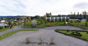 Hovjordet/Krokstadelva/Nedre Eiker: Eiendommen er bestående av 1 tomt på tilsammen 2501,6 kvm eiet tomt. Reguleringsplan med mulighet for å bygge 12 enheter.