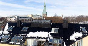 Bislett – Lekker 3(4)-roms topp/selveierleilighet over 2 plan med garasjeplass, heis og solrik takterrasse med flott utsikt vendt mot bakgård. Leiligheten har bla. store vindusflater, takhøyde på 3,9 meter og en koselig peisovn.