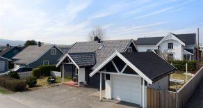 Krokstadelva/Nedre Eiker – Familievennlig enebolig m/garasje, 3 soverom, koselig hage, terrasse og sol fra morgen til kveld. Barnevennlig/sentralt!