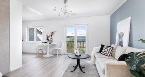 Tangen/Drammen Luftig 3-roms selveier – Nytt kjøkken & gulv i 2019 – Peisovn – Fransk balkong – Sjøutsikt – Lave bokostnader – Sentralt