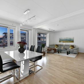Strømsø -Lekker, moderne 2-roms med garasjeplass, heis, overbygd balkong med fin elveutsikt. Sentralt med nærhet til tog!