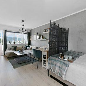 Gulskogen/Drammen Oppgradert 1-roms – Flott utsikt – Overbygd balkong – Plass for seng i stuen – Nærhet til Gulskogen Senter og togstasjon