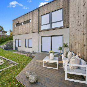 Galterud/Austad/Drammen Ny, lekker innflytningsklar funkisbolig med unik utsikt – Mulighet for hybel – Integrert dobbelgarasje – Terrasser -Hage
