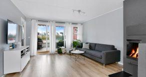 Stabekk/ Bærum – Lekkert, oppusset 3-roms selveier – Bad/kjøkken 2018 – Solrik, sydøstvendt terrasse – Heis – Garasje – Peis – Sentralt!