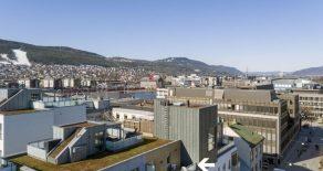 Bragernes Sentrum/Drammen Påkostet 3-roms topp-/selveierleilighet fra 2017 med garasje – Heis – 2 balkonger – Felles takterrasse – Supersentralt!