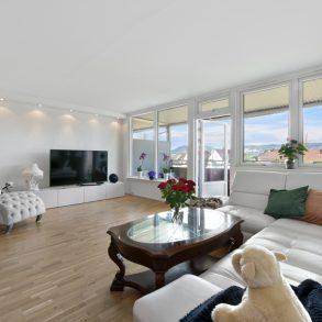 Frydenlund / Lierstranda – Romslig 4-roms leilighet – Nyere kjøkken – Sørvestvendt balkong m/fjordgløtt – Gode parkeringsmuligheter – Sentralt!