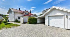 Mjøndalen Sentrum / Drammen Lekker, oppgradert enebolig med garasje, carport og hybel med leieinntekter på kr 8 500 – Rolig/Sentralt. Nær Togstasjon