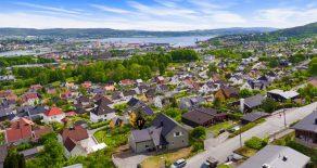 Danvik / Drammen Lekker, oppgradert 4 roms Selveierleilighet – Veranda – Formidabel utsikt – Egen hagedel og P-plass – Sogner til Danvik!
