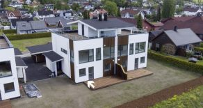 Krokstadelva/Drammen – 4 av 4 solgt! Ny bolig med stilig funkispreg o/2 plan + takterrasse, garasje og carport!